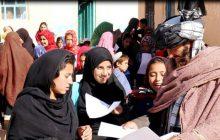 میا خان؛ پدری که بهخاطر تحصیل دخترانش 'قهرمان' مردم شده است